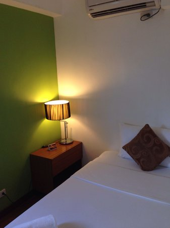 Guijo Suites Makati: Small bedroom of premier suite (there is a window to the left which isn't shown)