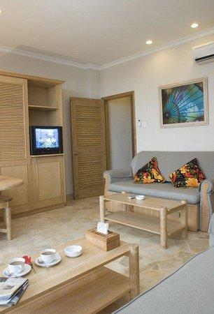 Hawaii Resort Family Suites: One Bedroom & Two Bedroom Deluxe Suites