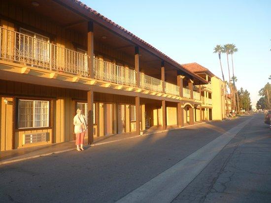 GuestHouse Inn & Suites Norwalk: vue exterieur hotel