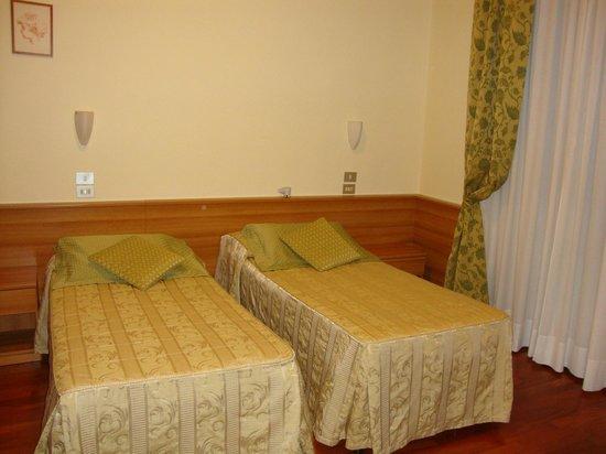 Hotel Colomba: Habitación