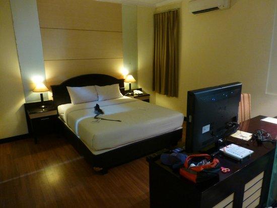 Pandanaran Hotel Semarang : Spacious bedroom.