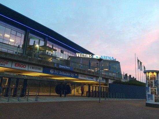 Veltins Arena: Abendstimmung an der Arena