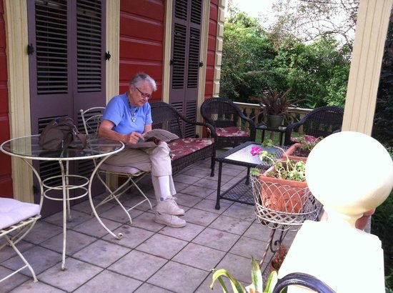 Maison de Macarty: Leisurely reading the paper on the front porch… or is it called a veranda?