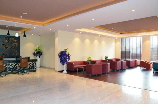 Ramada Neemrana Jaipur Hwy: Lobby - Guest Etntrance