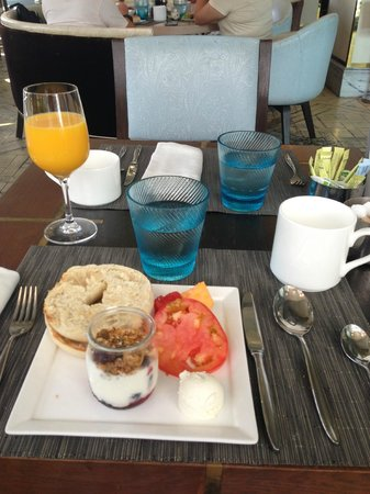 The London West Hollywood at Beverly Hills: Breakfast