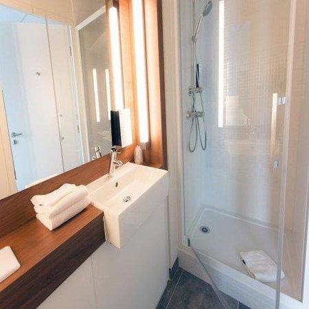 Campanile Rennes Sud - Saint Jacques: Bathroom