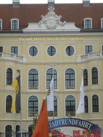 Hotel Taschenbergpalais Kempinski: Hotel Street View