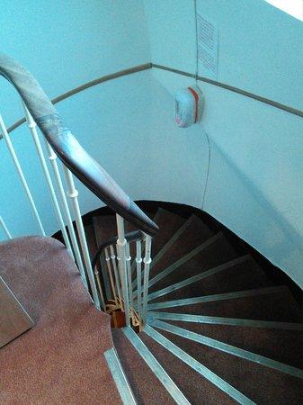 Hotel Marignan: dangerous smoke-detector on 6th floor
