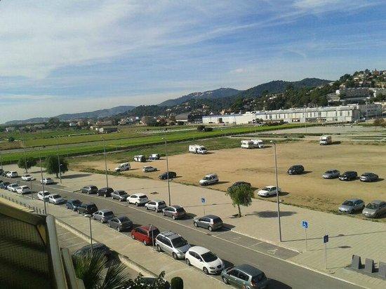 Aqua Hotel Montagut Suites: aparcamiento