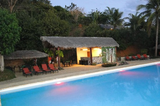 Anjiamarango Beach Resort: devant la piscine