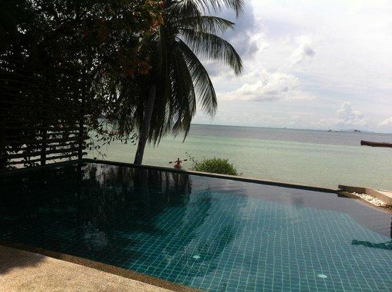 Beyond The Blue Horizon Villa Resort: piscinaa