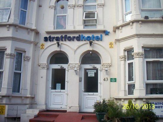 Stratford Hotel: da fuori non si evince la fatiscenza interna