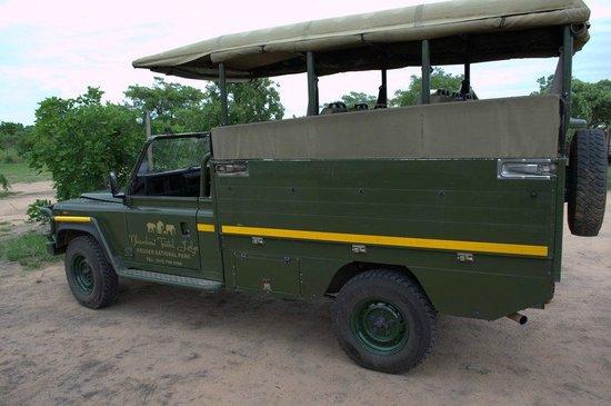 Nkambeni Safari Camp : Safari-Jeep für Wildbeobachtungsfahrten