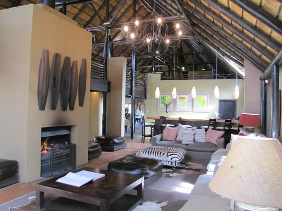Kariega Game Reserve - River Lodge : The main lounge area of the lodge