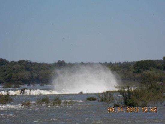 Hotel Carmen Iguazu: Vista de la garganta al finalizar lado brasilero