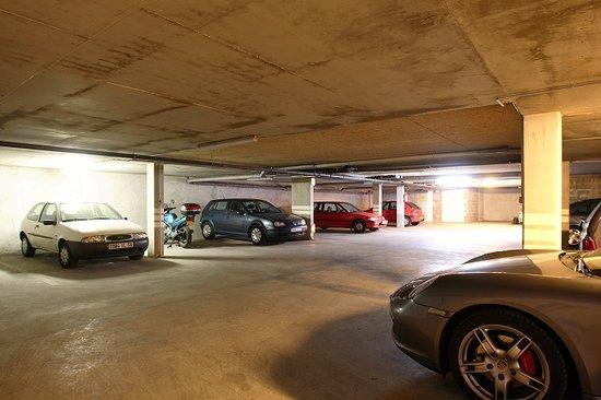 Hôtel Revotel : Le parking souterrain