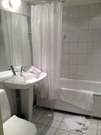 Hotel Allen: Helt ok badrum