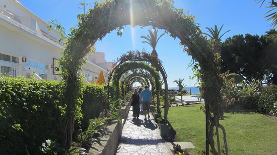 Muthu Clube Praia da Oura: nice gardening - nice arches