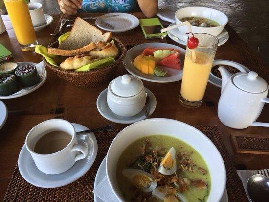 Natura Resort and Spa : Balinese chicken porridge breakfast