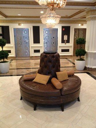 Hamilton Crowne Plaza Hotel: entrée