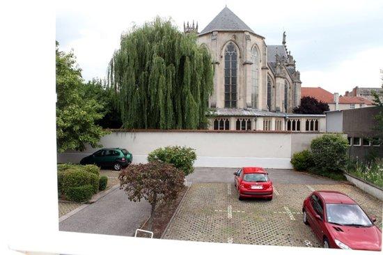 Hôtel Revotel : Vue sur l'église St Léon