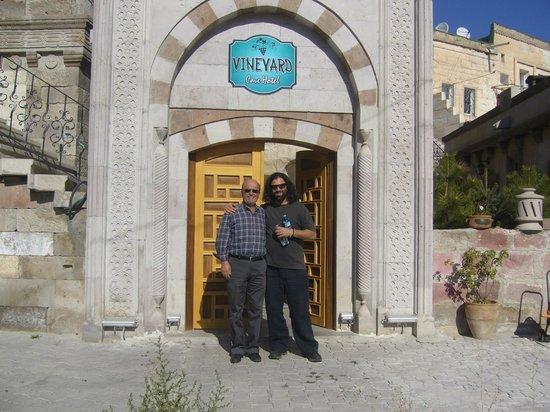 Eingang Vineyard Cave Hotel (Hasan & Cem)