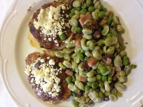 La Cellera De Ter, Испания: Faves i hamburgueses casolanes amb ceba confitada i formatge de cabra!