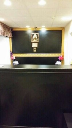 Knights Inn Barrie: new front desk....