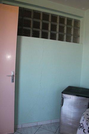 Les Petits Saints: mur de la cuisine