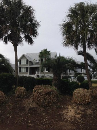 Hampton Inn and Suites Charleston/Mt. Pleasant-Isle Of Palms: A nice southern home on the water