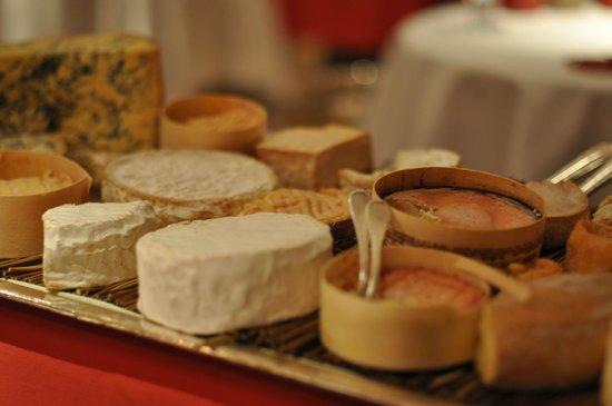 Relais & Chateaux - Hostellerie de Levernois : plateaux de fromage