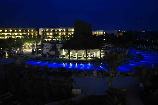Secrets Maroma Beach Riviera Cancun: Nightime view of Oceana restaurant and the pool