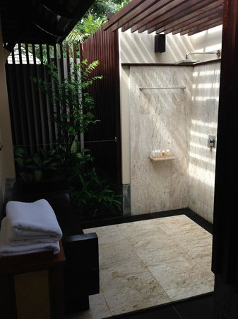 Layana Resort and Spa: Outside shower