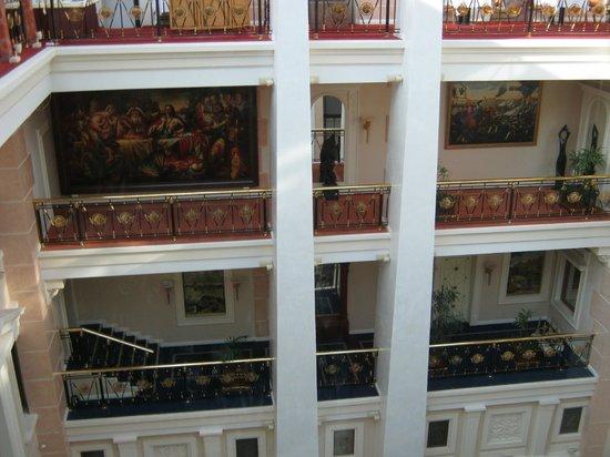 Taleon Imperial Hotel: Вид из лифта