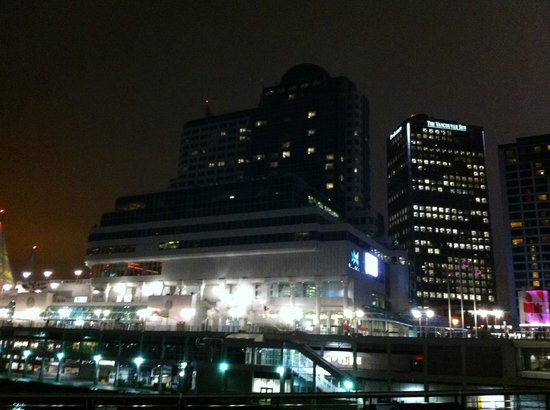 Pan Pacific Vancouver: Hotel at night