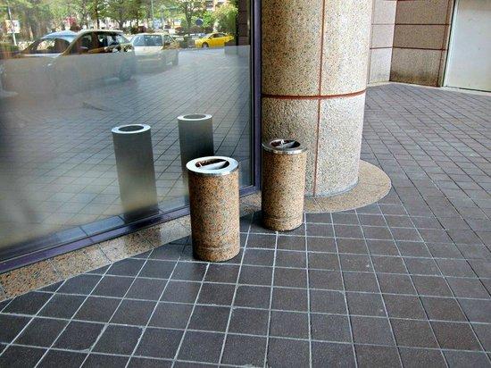 Grand Hyatt Taipei : 屋外喫煙スペース
