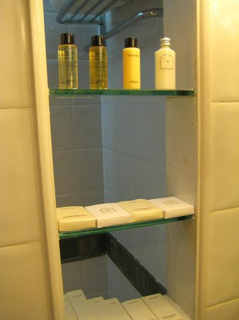 PARKROYAL Yangon : Bathroom - Amenities