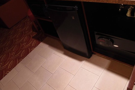 Embassy Suites by Hilton San Marcos - Hotel, Spa & Conference Center: refrigerator