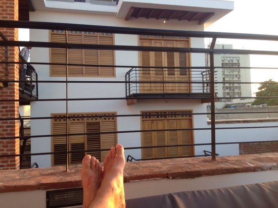 Hotel Boutique Casa Carolina: Relaxing on one of the four poster beds on the roof terrace - bliss!!
