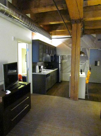 Residence Inn Boston Downtown/Seaport: The kitchen.