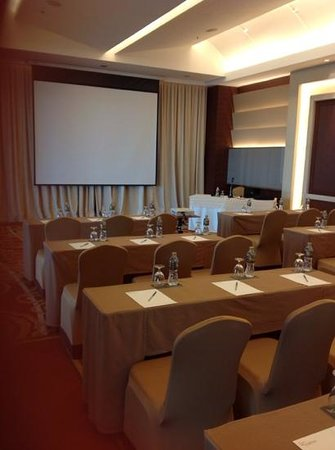 The Grand Fourwings Convention Hotel: meeting room