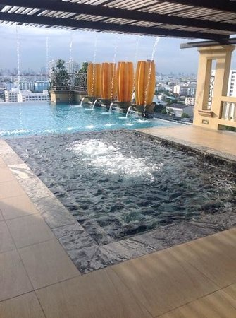 The Grand Fourwings Convention Hotel: Nice Swimming Pool