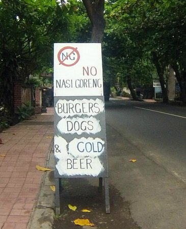 Ari Home Stay & Hot Dog Shop : No Nasi Goreng !!!!!!