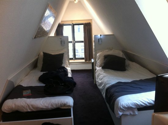 Hotel CC: fenêtre côté warmoesstraat
