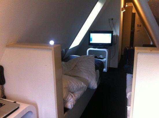 Hotel CC: chambre en sous-pente