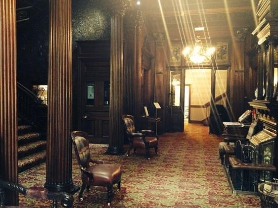 Macdonald Hotels: Lobby