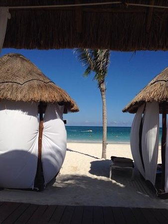 Secrets Maroma Beach Riviera Cancun: the beds on the beach