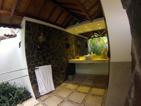 Bali Santi-Bungalows By The Beach : La salle de bains
