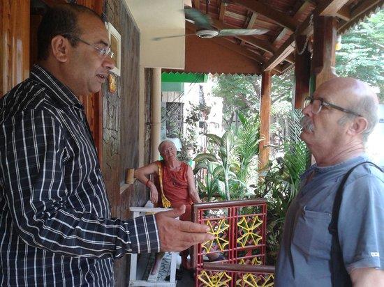 Swades Guest House: Ilyas & guests