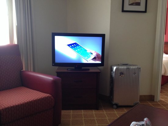 Residence Inn West Springfield: Two HDTV flat screens and lots of comfy seating - just like home!